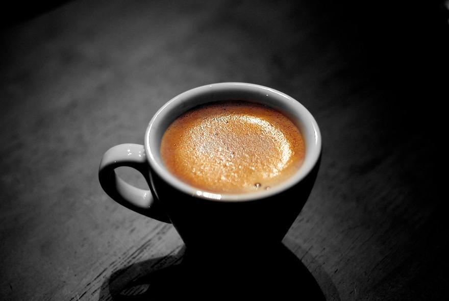una tazzina di caffè espresso italian