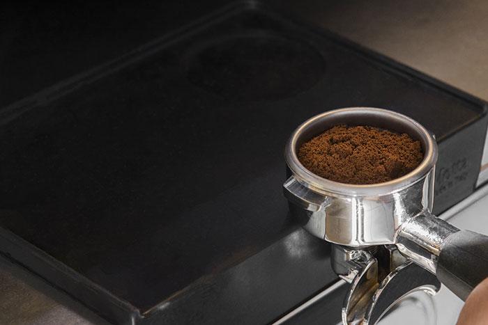pressatura caffè espresso